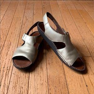 Naturalizer Champagne Velcro Sandals